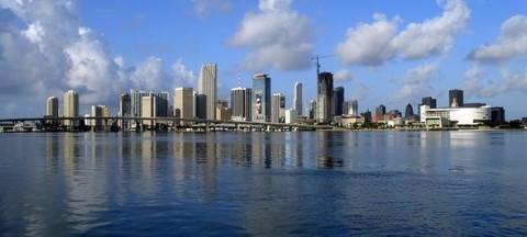 Miami-skyline-for-wikipedia-07-11-2007-by-tom-schaefer-miamitom-1